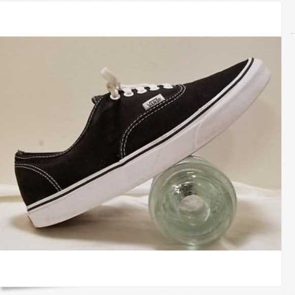 e327f32e766 VANS Men s off the wall Canvas sneakers Size 12 M